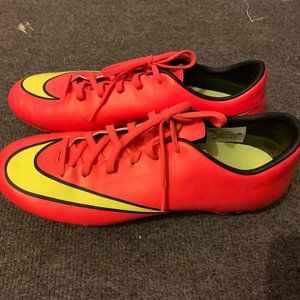 Nike Women's Soccer Shoes Size 9